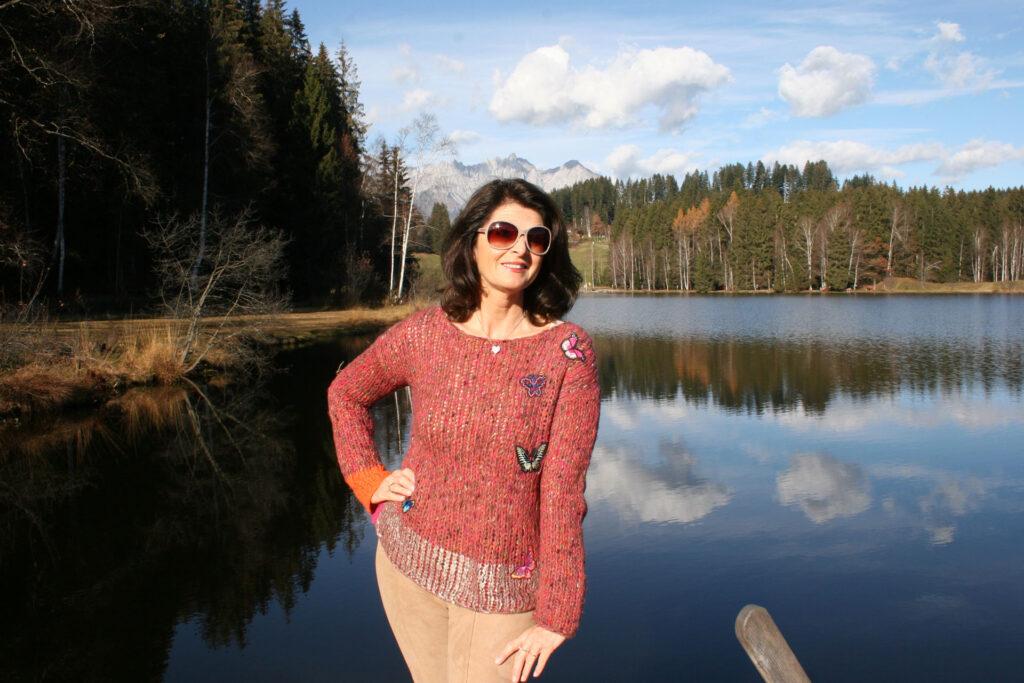 Daniela-Jahn-mit-Sonnenbrille-am-Schwarzsee